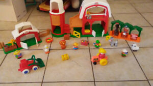 FISHER PRICE LITTLE PEOPLE FARM WITH MANY ACCESSORIES