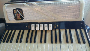 Perfect Condition Accordion 120 Bass