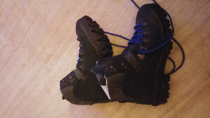 Brand new Montrail mountaineering boots