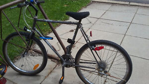 Reduced-Mountain Bike for Parts 20 $ must pickup