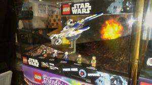 Lego display-présentoir ( StarWars: Rebel U-Wing )