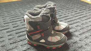 Boys Size 9 Winter boots(Red black&grey)