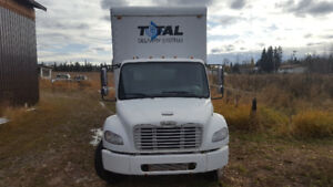 2003 freightline 5 ton 24' isolated box