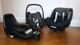 Maxi Cosi Pebble Plus Carseat, Pearl Car seat and 2wayfix Isofix Base