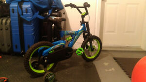MINT condition Boys Skylanders Swapforce Bike w/ training wheels