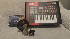 Ensemble clavier midi , carte de son et micro.