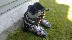 Used Rossignol Skiing Boots (size 285 / 328mm)
