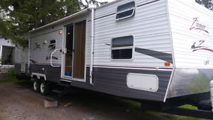 37 ft. Zinger Crossroad trailer