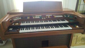 Lowrey Organ model H-25