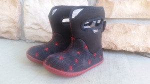 Baby bogs size 8