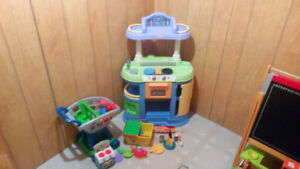 Assortment of toys $5.00+