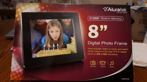 "Aluratek 8"" 512MB Digital Photo Frame"