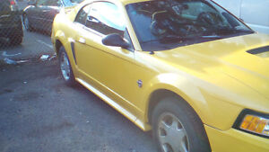 1999 Ford Mustang yellow Coupe (2 door)