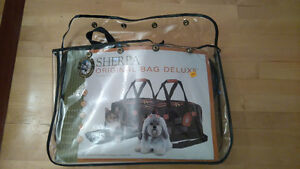 """Sherpa Original Bag Deluxe"" for cat or dog with chew toys West Island Greater Montréal image 1"