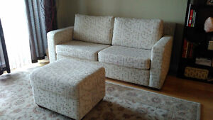 Sofa in mint condition from Mobilia