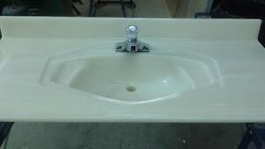 Dessus vanité salle de bain et robinet