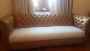 Chesterfield lounge