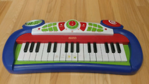 Electronic piano toy