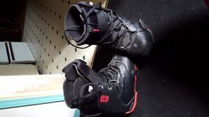 Lamar snowboard with bindings and forum boots size 8 men's