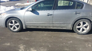2008 Nissan Altima Sedan for 3500 comes with Emissions