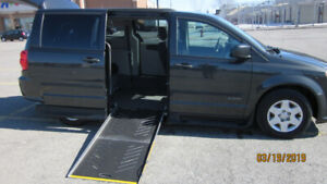 WHEELCHAIR VAN 2012 GRAND CARAVAN SIDE-ENTRY MINT