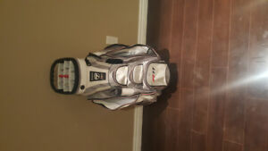 Taylormade R11 Golf Bag (Rain cover included)