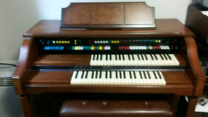 Orgue Lowrey model Holiday D325