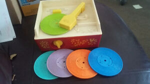 VINTAGE FISHER PRICE MUSIC-BOX RECORD PLAYER