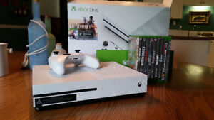 XBox One, 500GB, Perfect Condition. +9 Games.