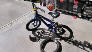 Boys bike for 4-7 old with training wheels