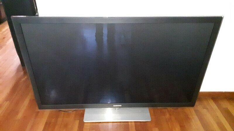 QUALITY COLOUR OF HI END SAMSUNG PS63C7000 63 INCH PLASMA TV WITH REMOTE