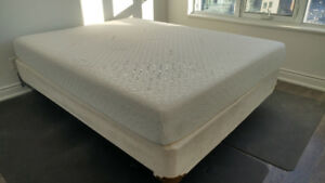 QUEEN TEMPUR-PEDIC MATTRESS with 20 years guarantee