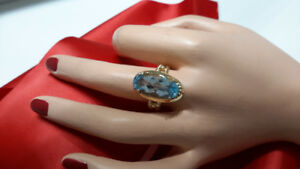 Light Blue Topaz Ladies Ring (10KT yellow gold)