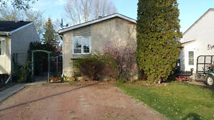 Adorable DEVON Bungalow with storage galore AVAILABLE NOW