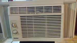 DANBY 5000 BTU WINDOW AIR CONDITIONER. WORKS PERFECTLY!