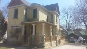 Centrally located 2 bedroom near Colborne and Oxford