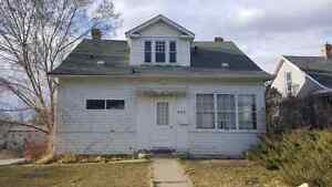 Excellent 4 bedroom 1 bath house close to downtown