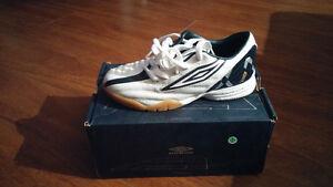 30 paires soulier soccer neuf interieur pour garçon