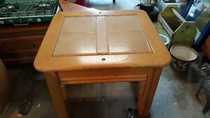 SOLID WOOD AND TILES COFFEE TABLE OR ACCENT TABLE West Island Greater Montréal image 3