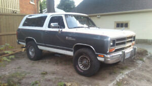 1988 Dodge Power Ram 1500 SE SUV, Crossover
