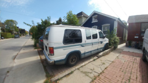 FORD ECONOLINE E150-350KM -7 SEATS-RUN CONDITIONS-BACK BED-AS IS