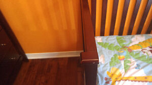 Graco convertible crib with bedding and 2 mattresses Kitchener / Waterloo Kitchener Area image 2