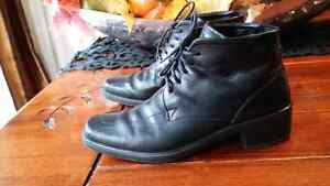 Ecco black leather booth style size 36