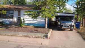 Two bedroom newly renovated half duplex for rent in Esterhazy
