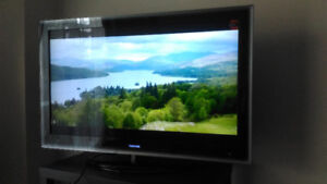 Selling 47inch TOSHIBA LCD TV $300 SMS Only please 587 5907081