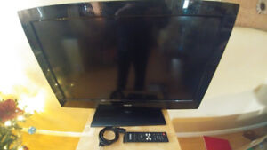 """JUST IN TIME FOR CHRISTMAS!!!  RCA 32"""" LCD TV"""