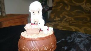"VINTAGE ADORABLE ""PRECIOUS MOMENTS"" XMAS MUSIC BOX Kitchener / Waterloo Kitchener Area image 3"
