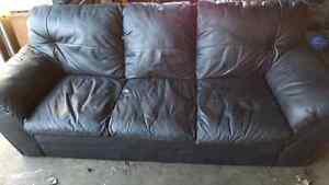 BLACL LEATHER COUCH. DELIVERY IS EXTRA
