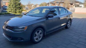 2014 Grey Jetta - LOW KMs - Heated seats, sun roof, non smoker