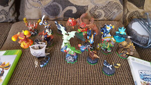 Skylanders games and figurines